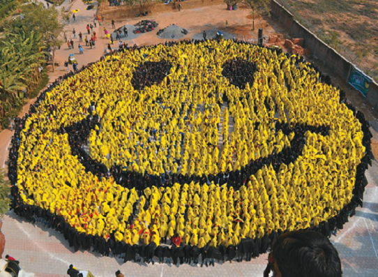 смайлик флешмоб Индия 2012 год