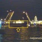 Корабль при разводе Дворцового моста