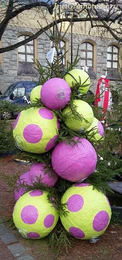 Парад Елка с большими шарами