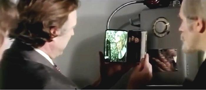 связаться с галактикой из телефона-автомата и портсигара